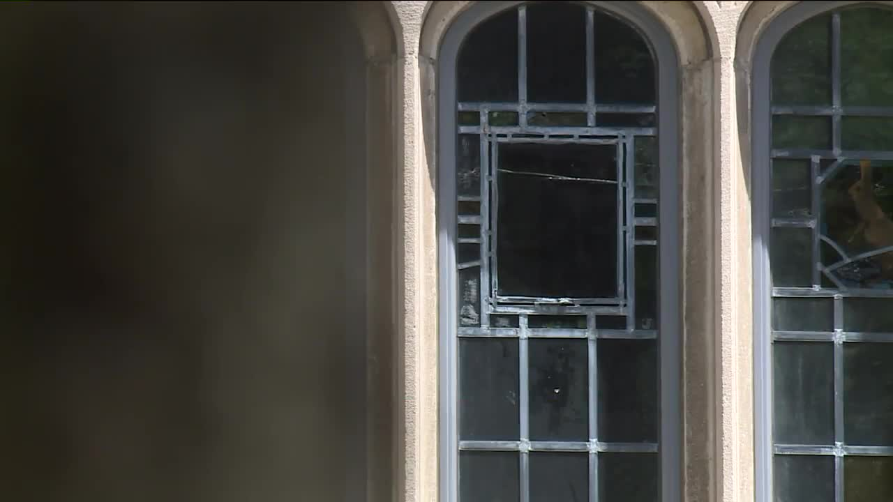 Yale University Worker Destroys Stained-Glass Window Depicting Slaves