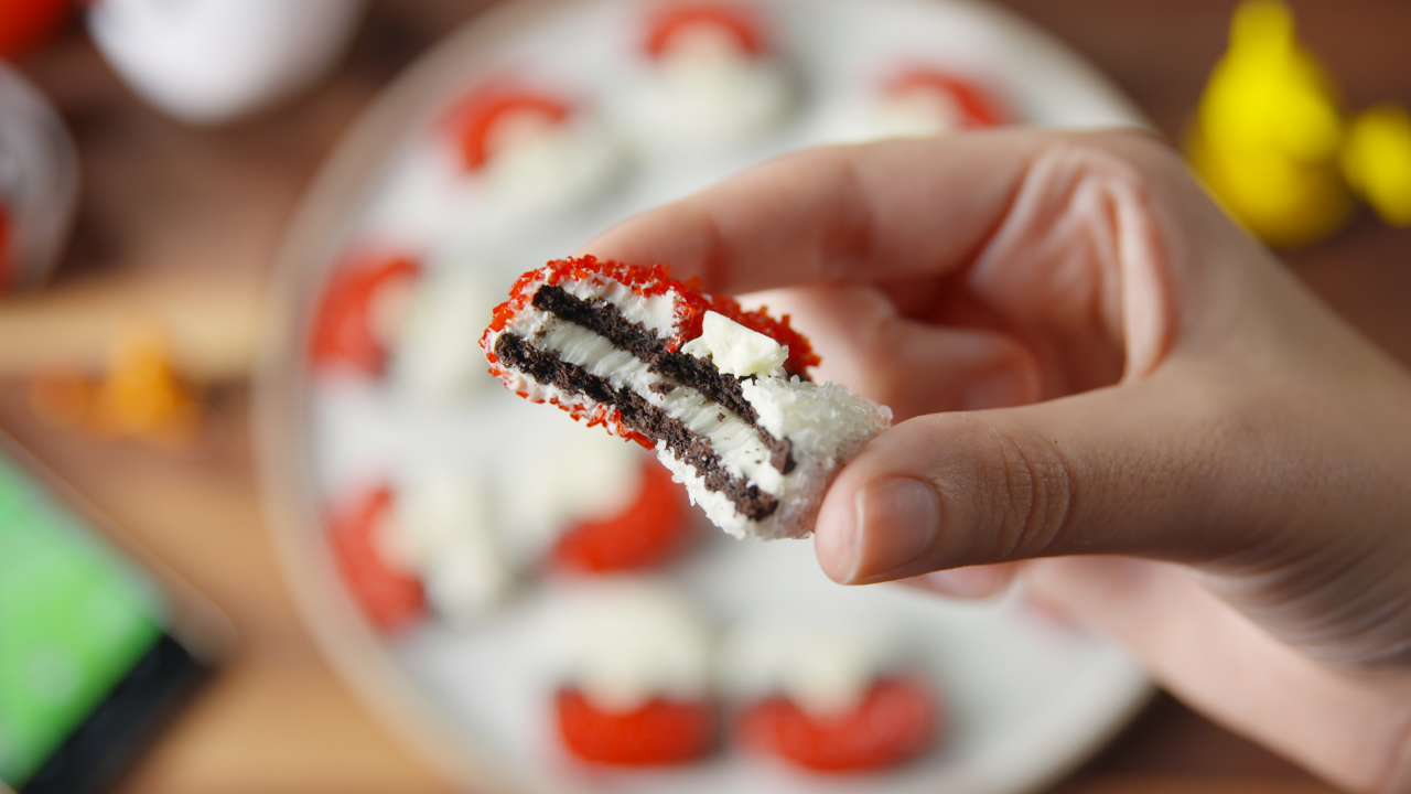 Pokeball Oreos