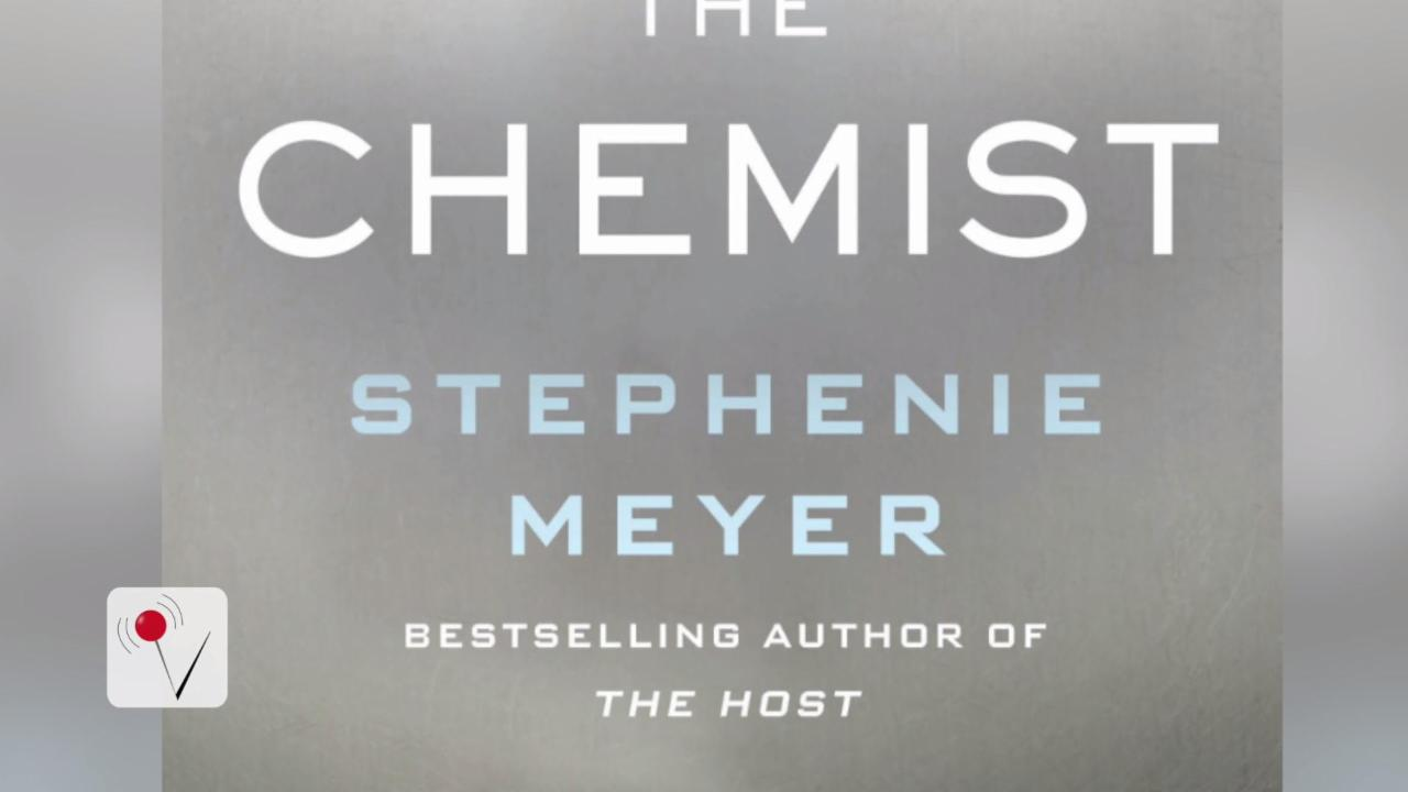 Stephenie Meyer to Publish First Adult Thriller