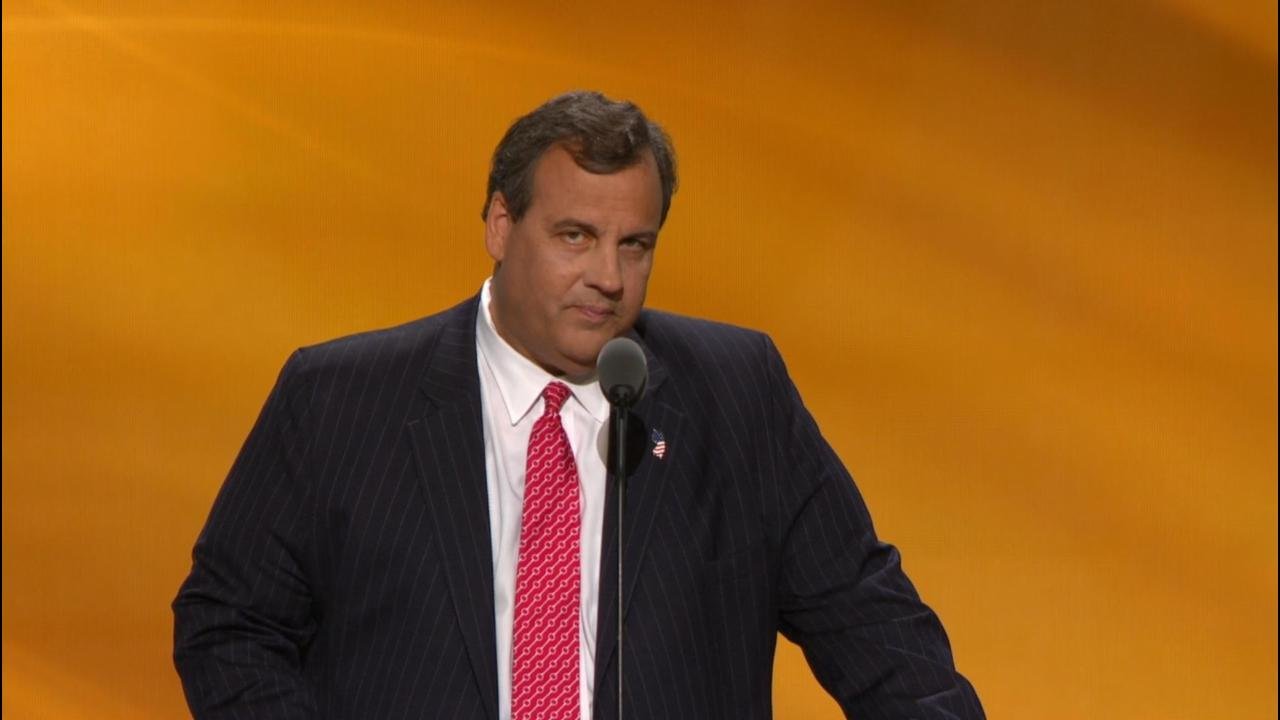 Amid chants of 'lock her up,' Christie 'presents the case' against Clinton