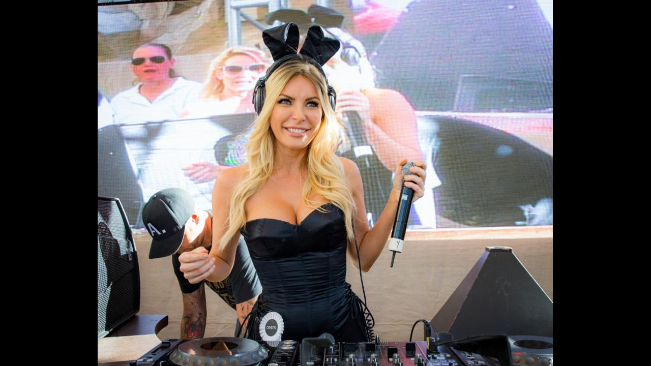 Crystal Hefner shows ''The New Me'' after removing breast implants