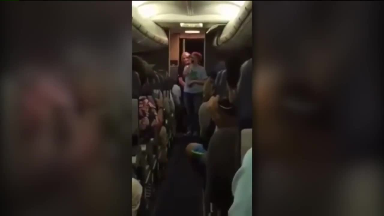 Woman Entertains Delayed Flight With Song at Denver Airport