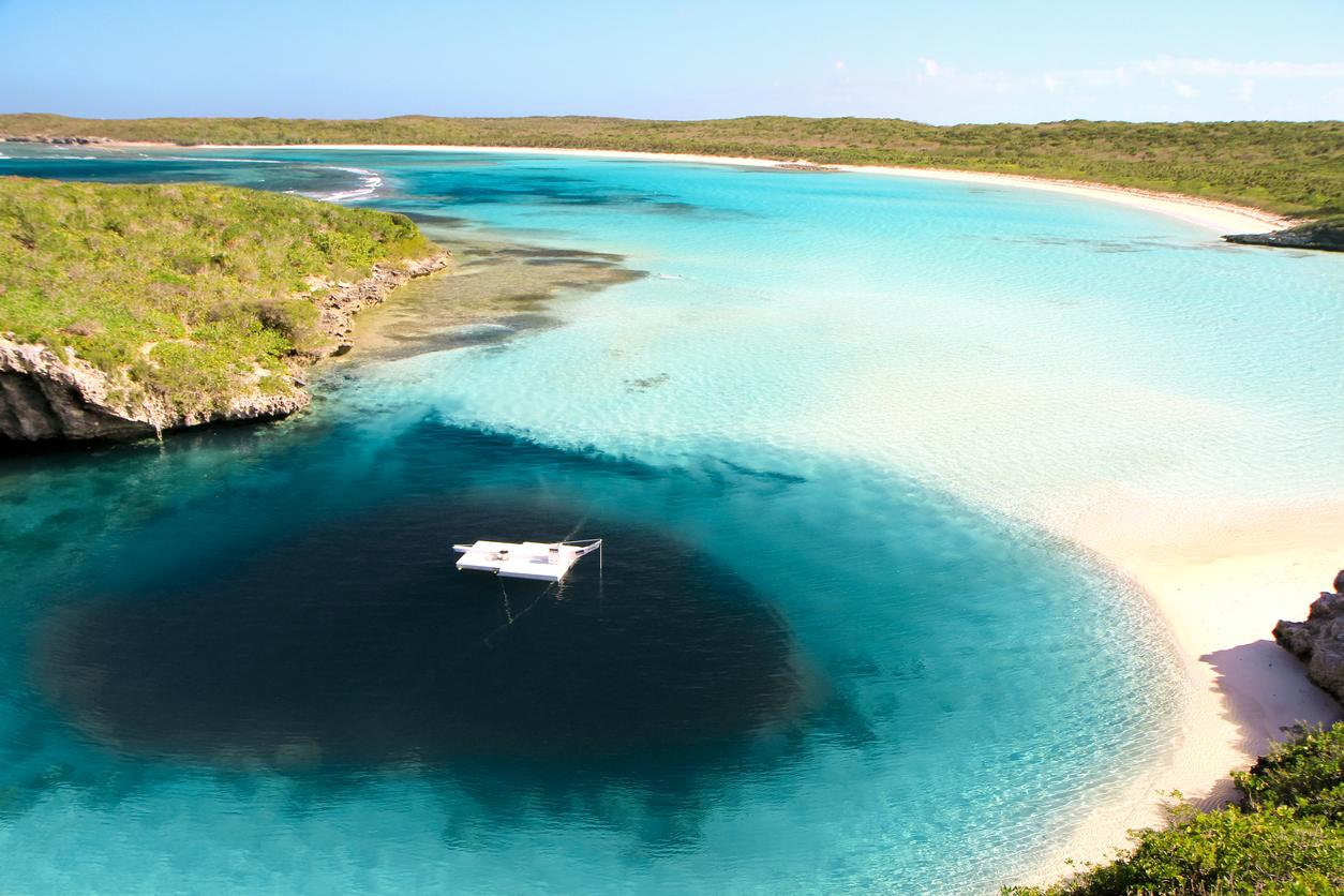This massive underwater hole in the Bahamas is believed to have been 'dug by the devil'