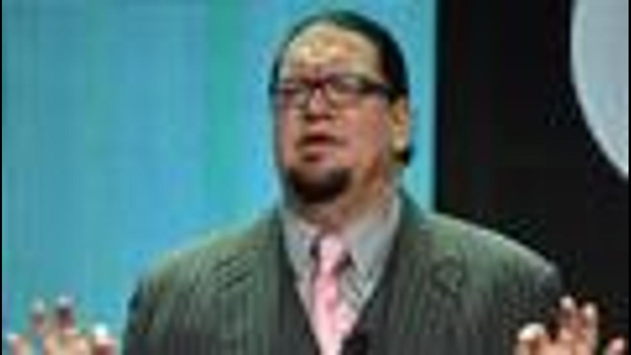 Penn Jillette Makes Weight Disappear, Dismisses Trump