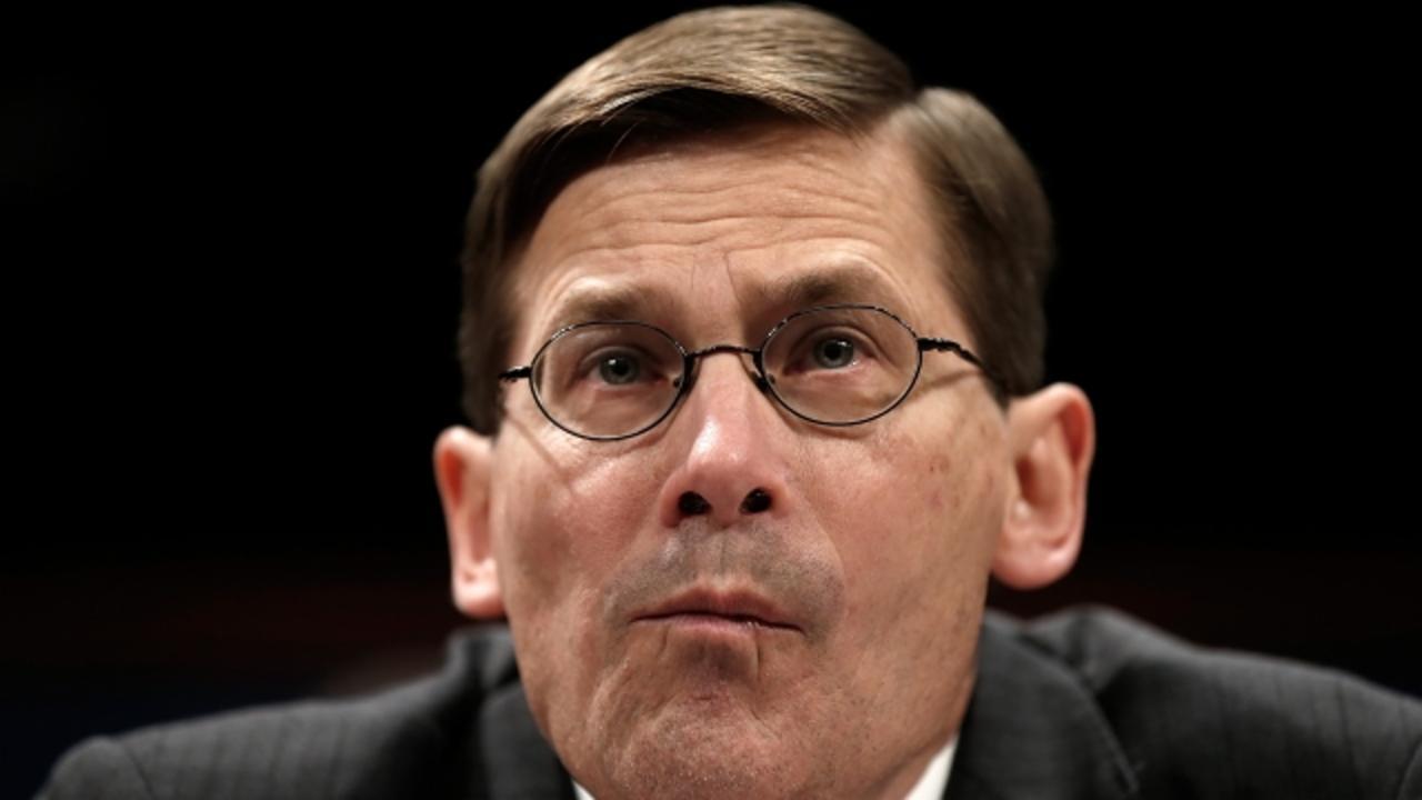 senior ex cia official putin made trump an unwitting agent of former cia director endorses hillary clinton for president