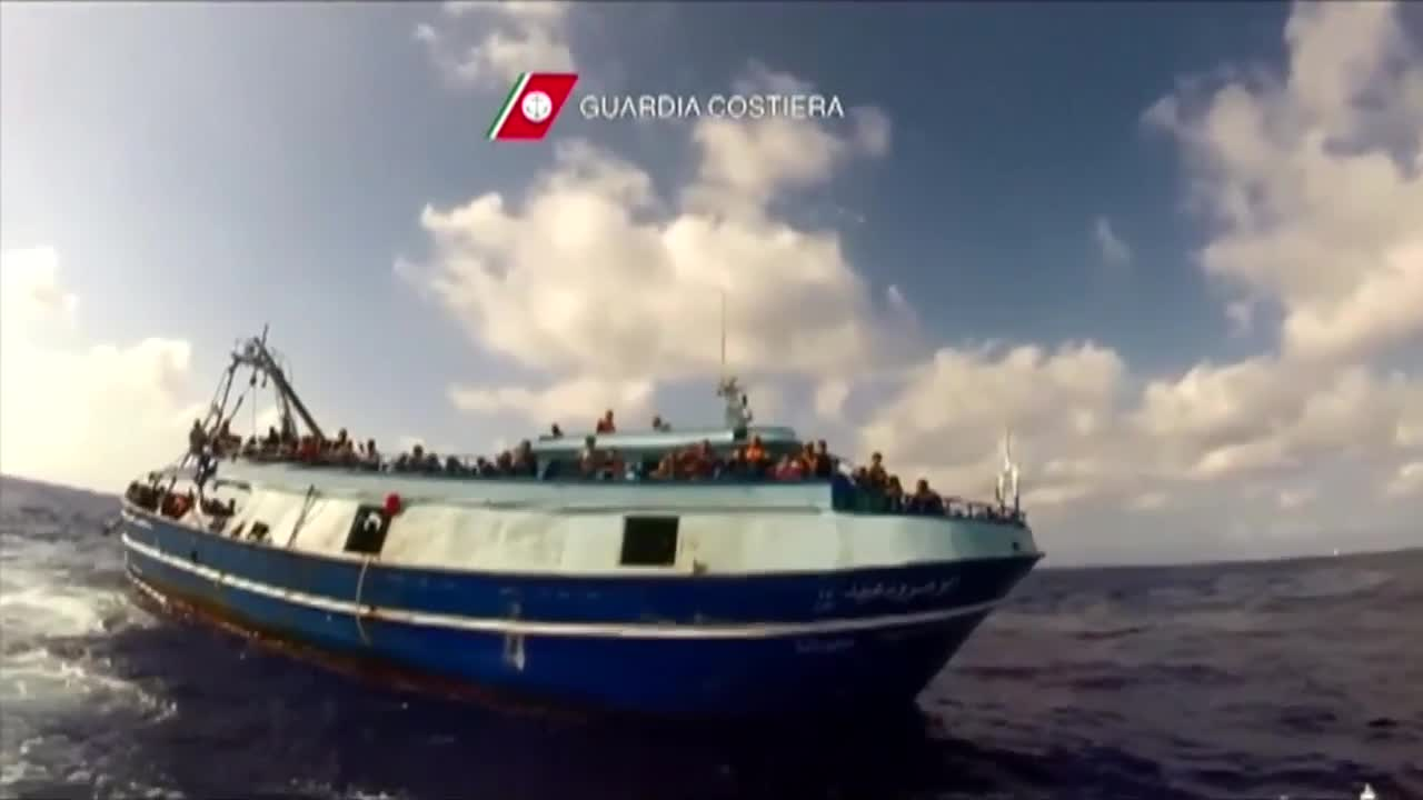 Italian coast guard rescues over 300 migrants at sea