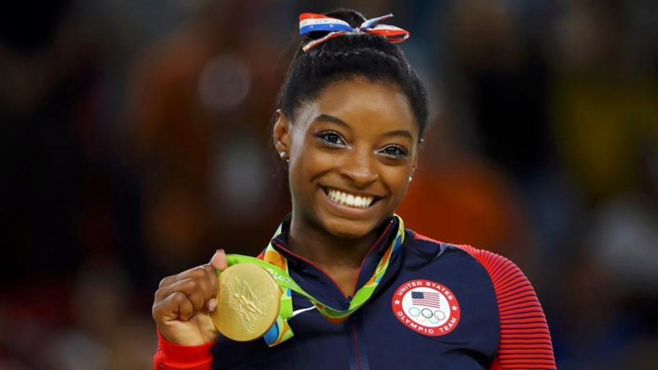 Simone Biles Gets a Kiss From Zac Efron
