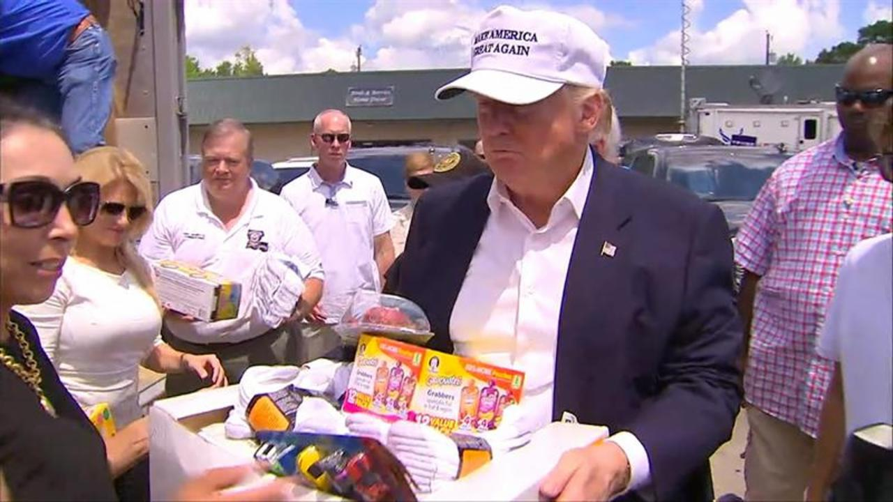 Donald Trump Hands Out Supplies to Louisiana Flood Victims
