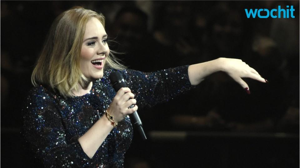 Adele Kissed Dog On Stage At Concert