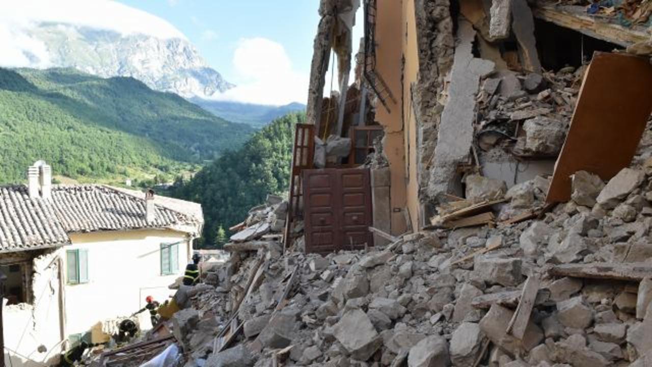 Little Girl Pulled From Rubble of Earthquake in Italy
