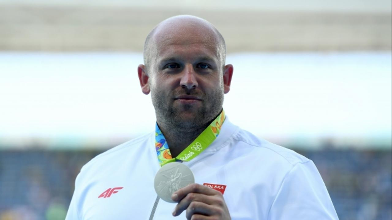 Olympic Discus Thrower Auctions His Medal for Sick Boy