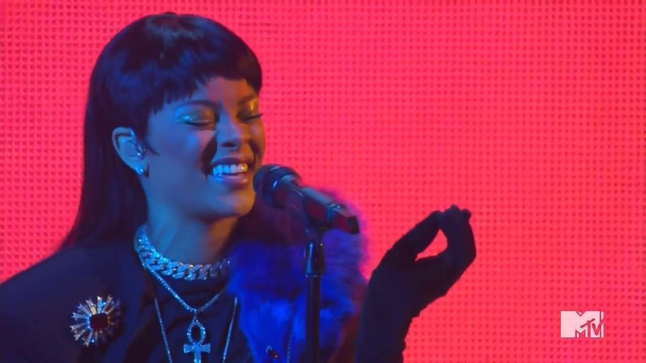 "VMAs 2016: Watch Rihanna Perform ""Needed Me"""