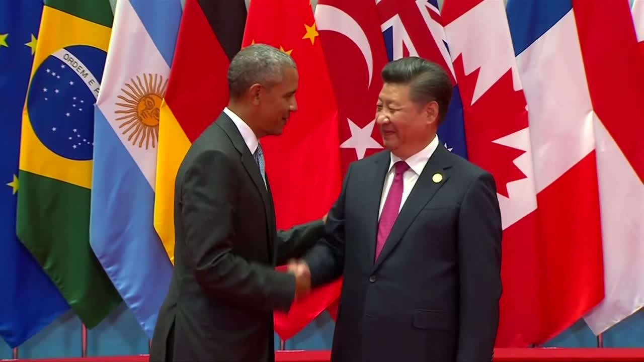 World leaders pose for G20 photos